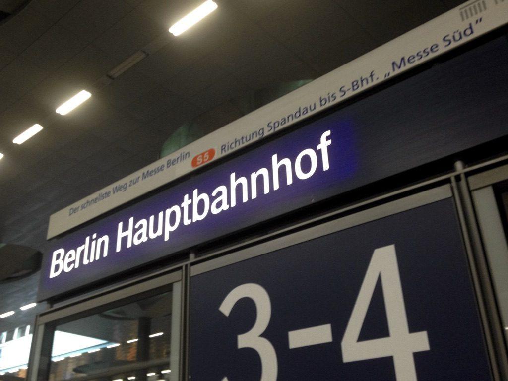 Berlin Hauptbahnhof sign