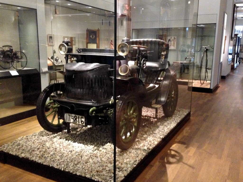 Photo of vintage car in glass case, German Historical Museum