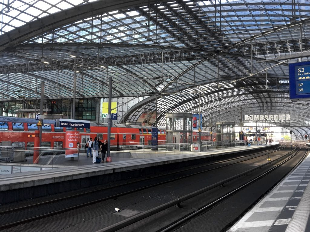 Interior of Berlin Hauptbahnhof high level