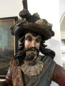 Statue pulling a weird, befuddled face
