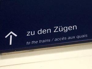 "Sign reading ""zu den Zügen"" (to the trains)"