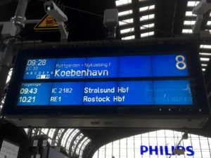 Photo of Customer Information Screen at Hamburg showing train EC33 to Copenhagen