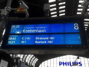 Photo of Customer Information Screen at Hamburg showing train EC33 to Copenhagen