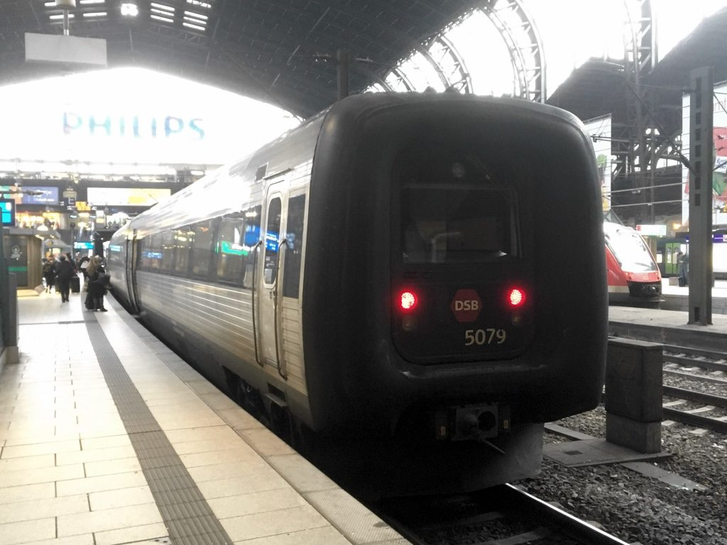 Photo of DSB IC3 train at Hamburg Hauptbahnhof