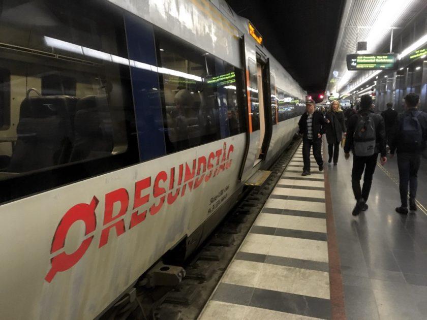 Øresundståg train at platform