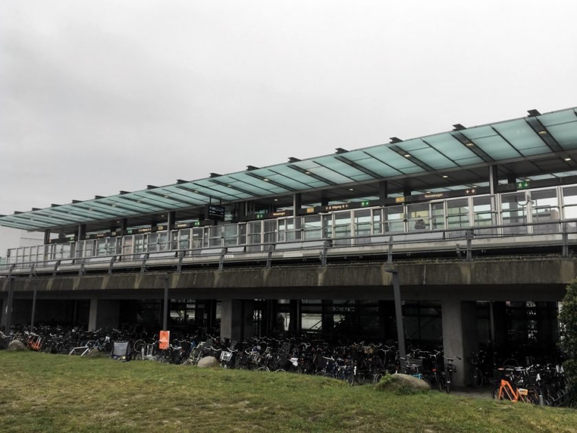 Vestamager Station platforms seen from the street