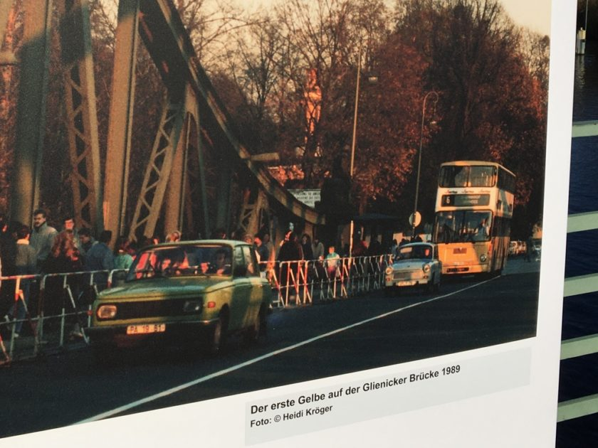 Photo of Berlin bus crossing the Glienicke Bridge in 1990